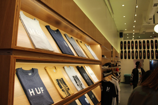 HUF-TEE-DISPLAY