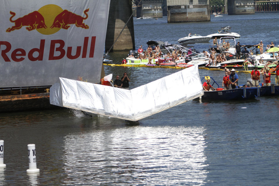 Photo: The Oregonian (http://photos.oregonlive.com/4450/gallery/red_bull_flugtage/index.html?galleryPart=1#/1)