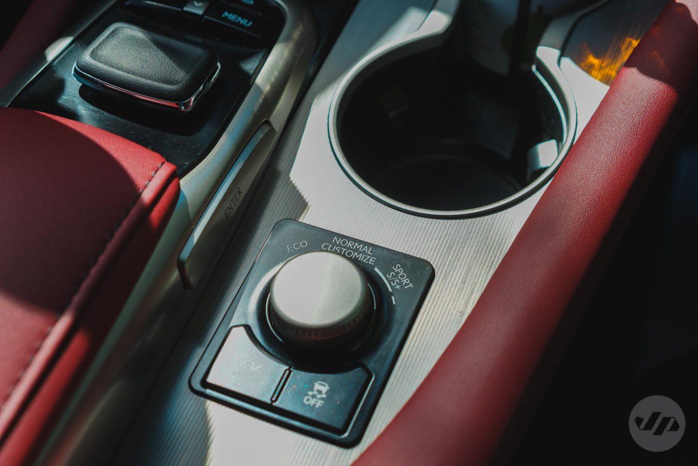 2016-Lexus-RX450-JP3