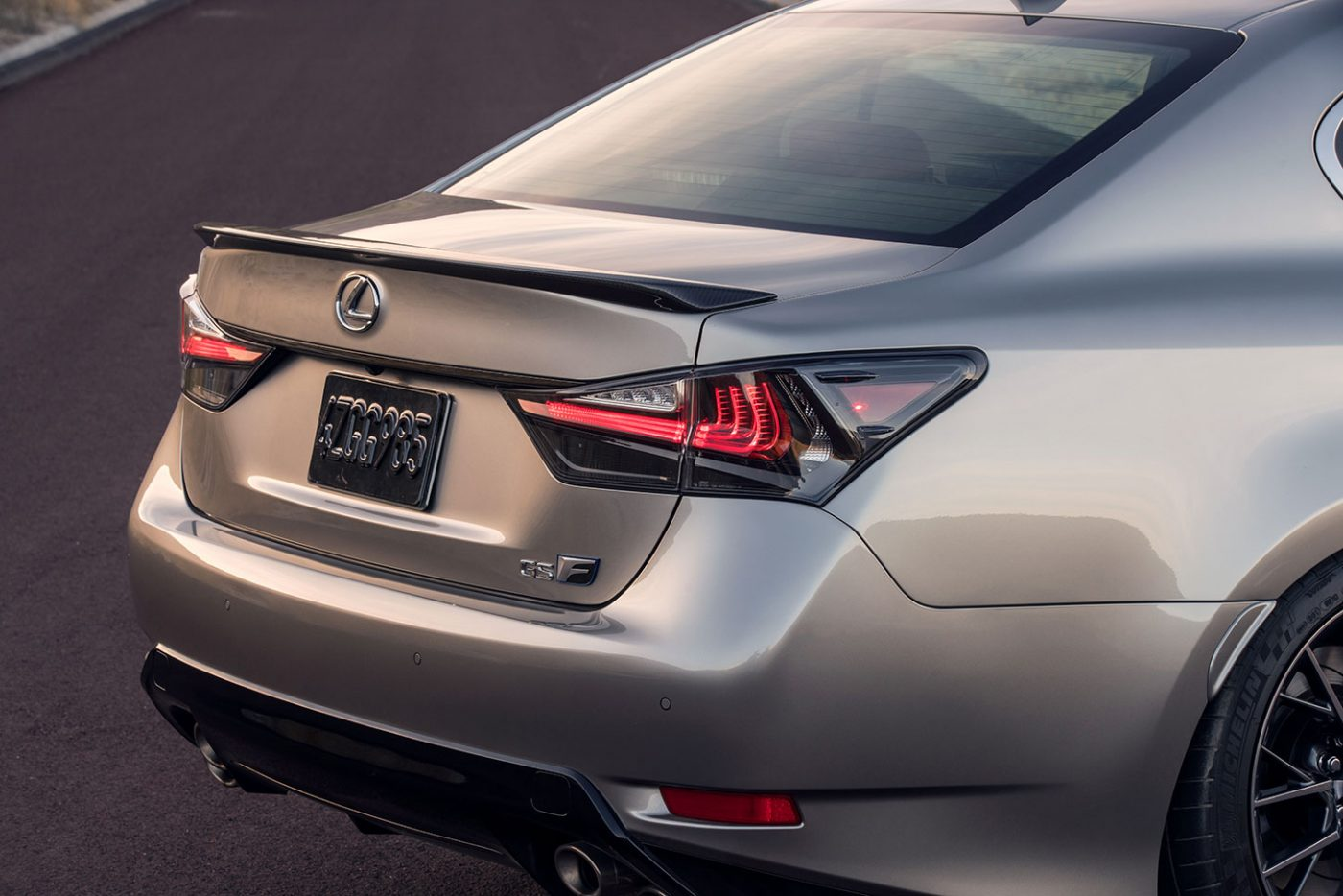 2016_Lexus_GS-F_06