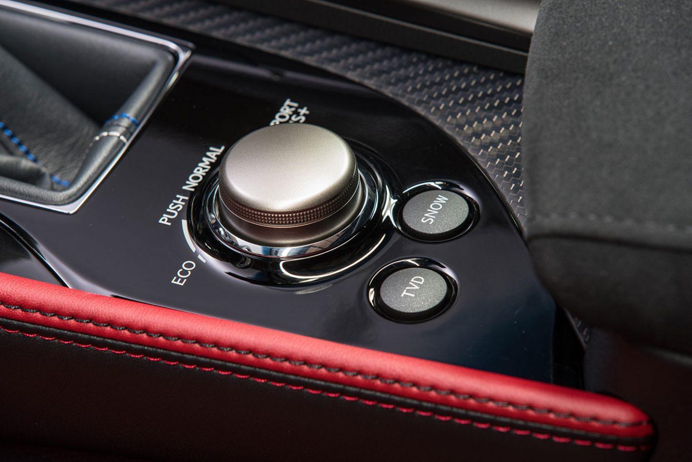 2016_Lexus_GS-F_34